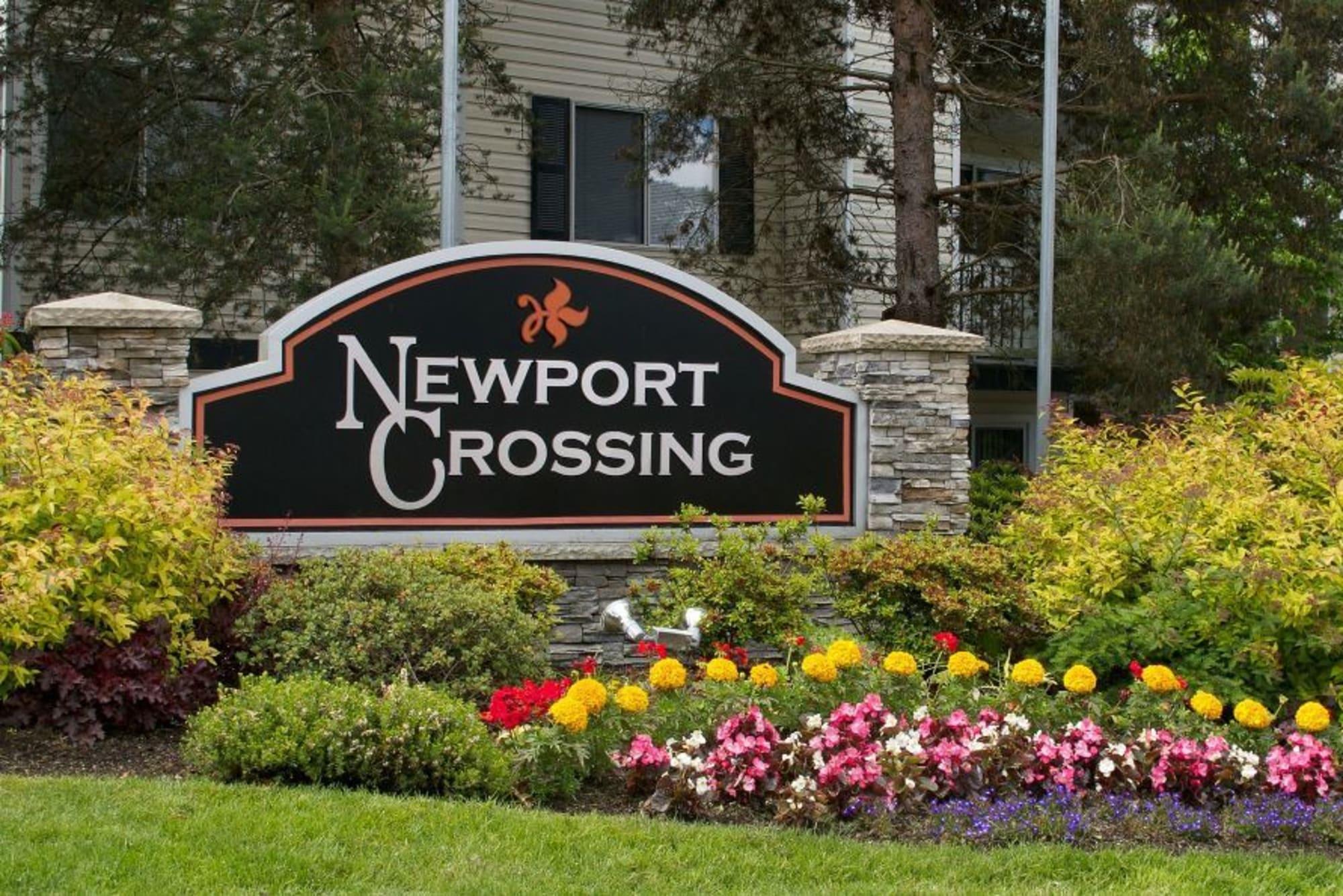 Monument sign Newport Crossing Apartments