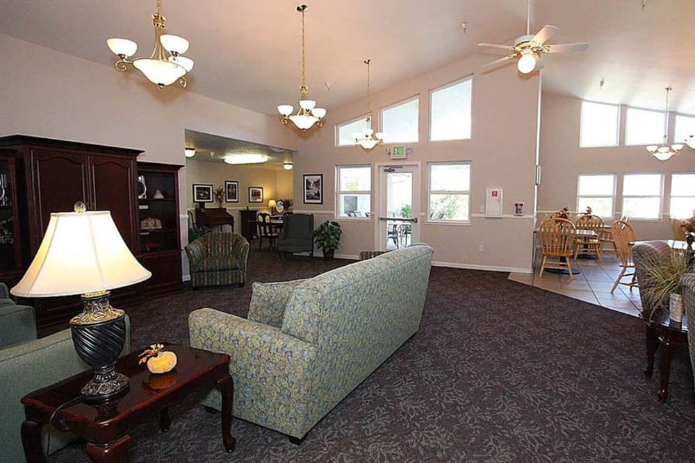 Community area for residents at Oak Terrace Memory Care in Soulsbyville, California
