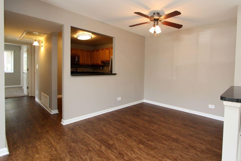 Photos Of Our Apartments In Elk Grove Village Photos