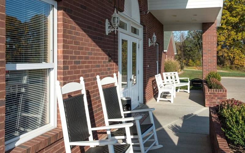 Outdoor patio with chairs at Victorian Place of Washington Senior Living in Washington, Missouri