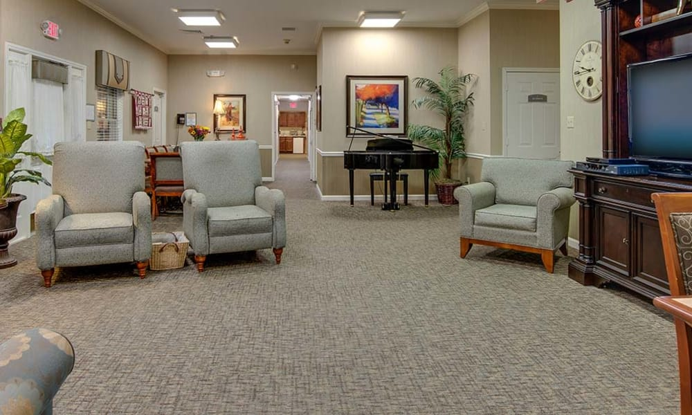 Community living room at Dogwood Pointe Senior Living in Milan, Tennessee