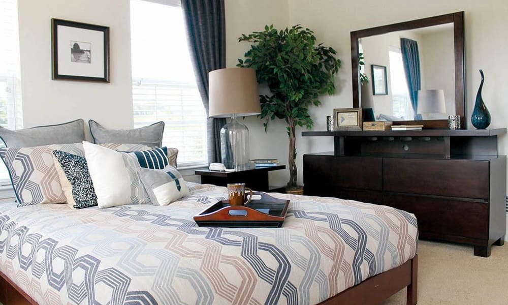 The Encore at Laurel Ridge offers a cozy bedroom in Harrisburg, Pennsylvania