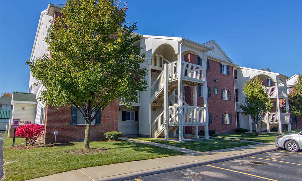 Exterior view of Steeplechase Apartments & Townhomes in Toledo, Ohio