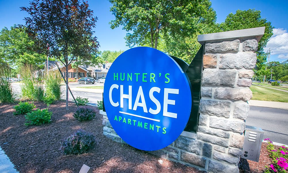 Sign at Hunter's Chase Apartments in Westlake