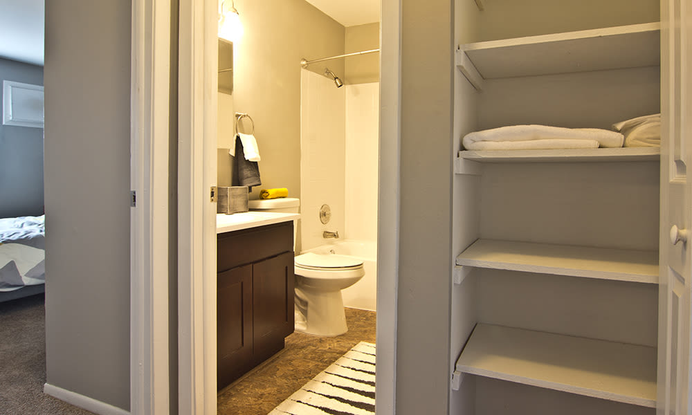 Modern bathroom at The Flats at Gladstone in Glendale Heights, Illinois