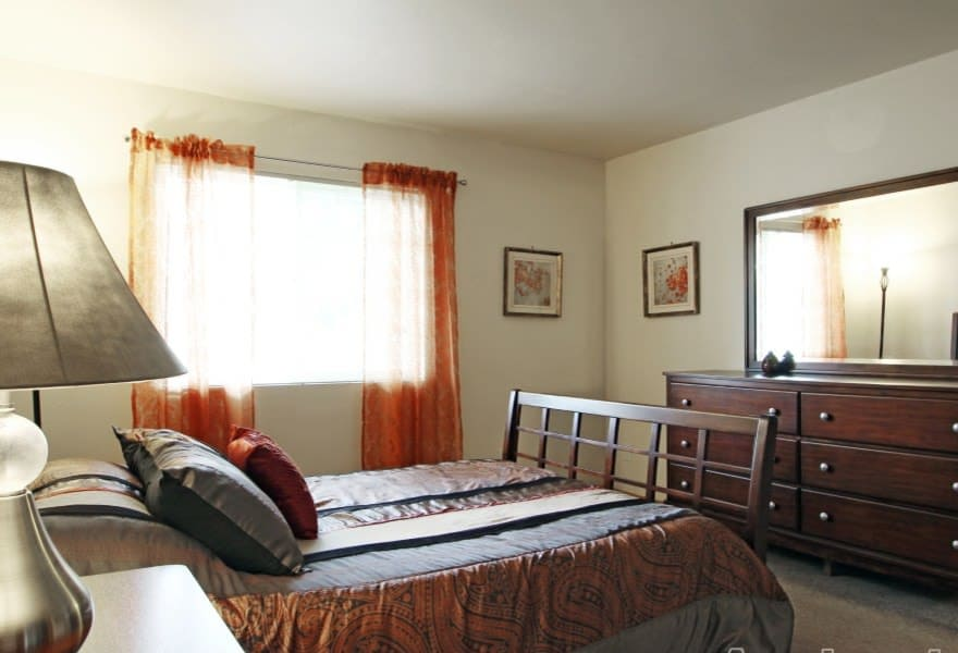Spacious bedroom at Sun Valley Apartments