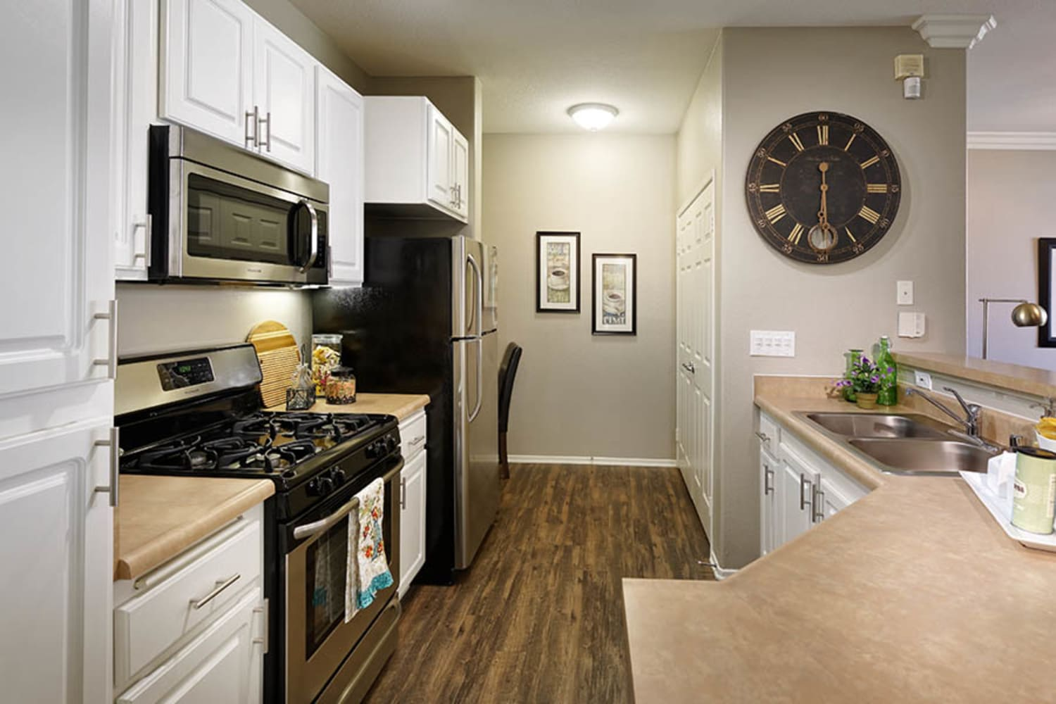 Camino Real offers updated kitchens complete with white cabinets in Rancho Cucamonga, California