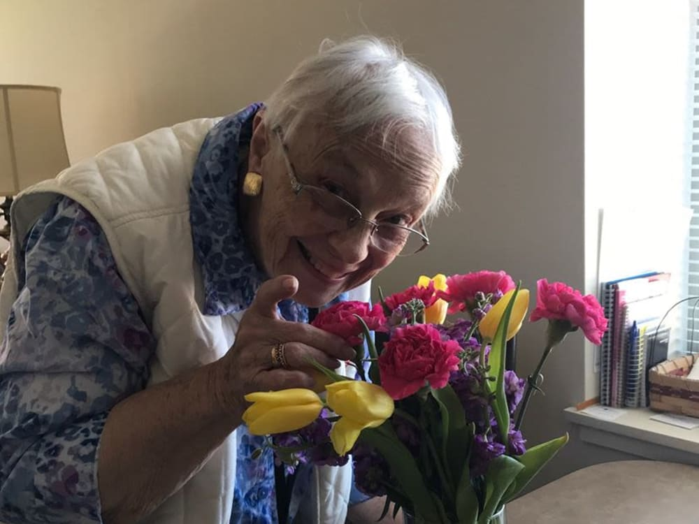 Resident with flowers at Victory Centre of Bartlett