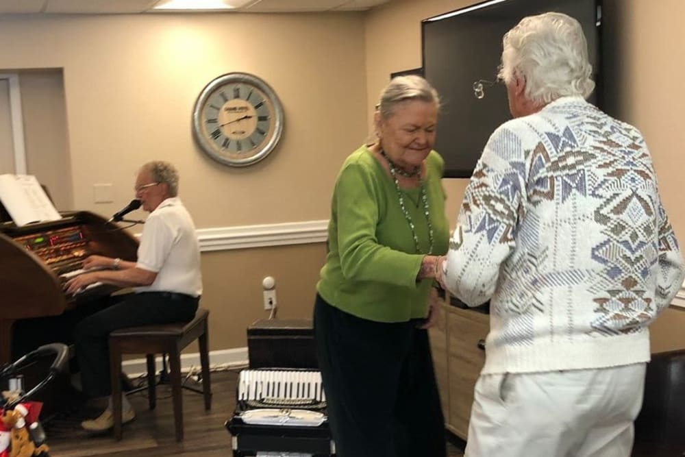 Residents dancing at Bradenton Oaks in Bradenton, Florida