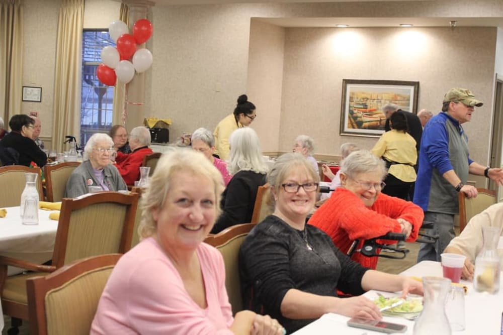 Residents enjoying a meal at Brentwood at Elkhart in Elkhart, Indiana