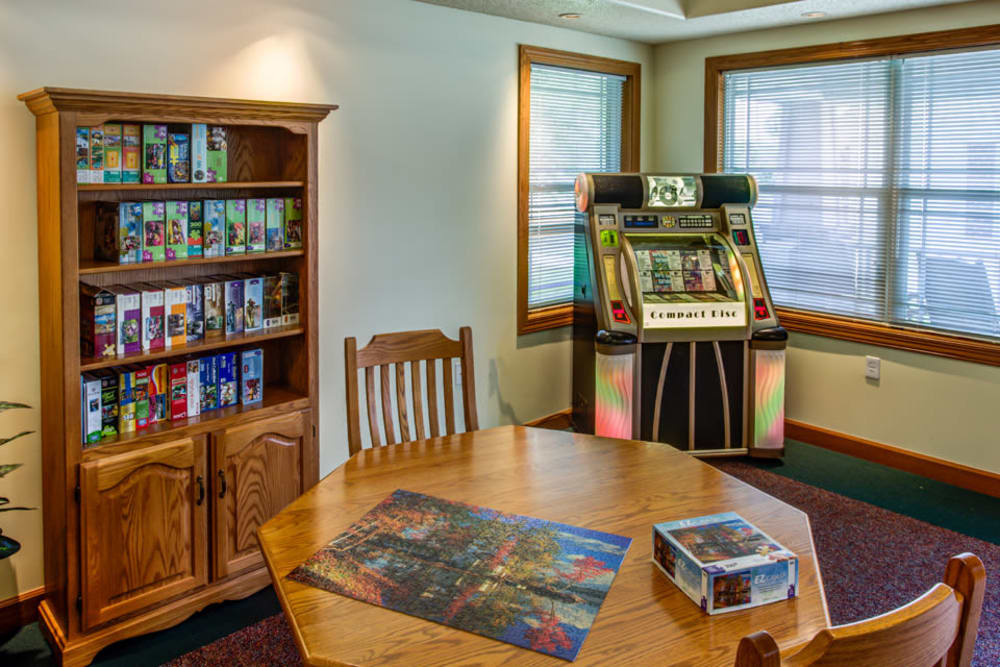 Activity room with puzzles and jukebox at Prairie Hills Clinton in Clinton, Iowa.