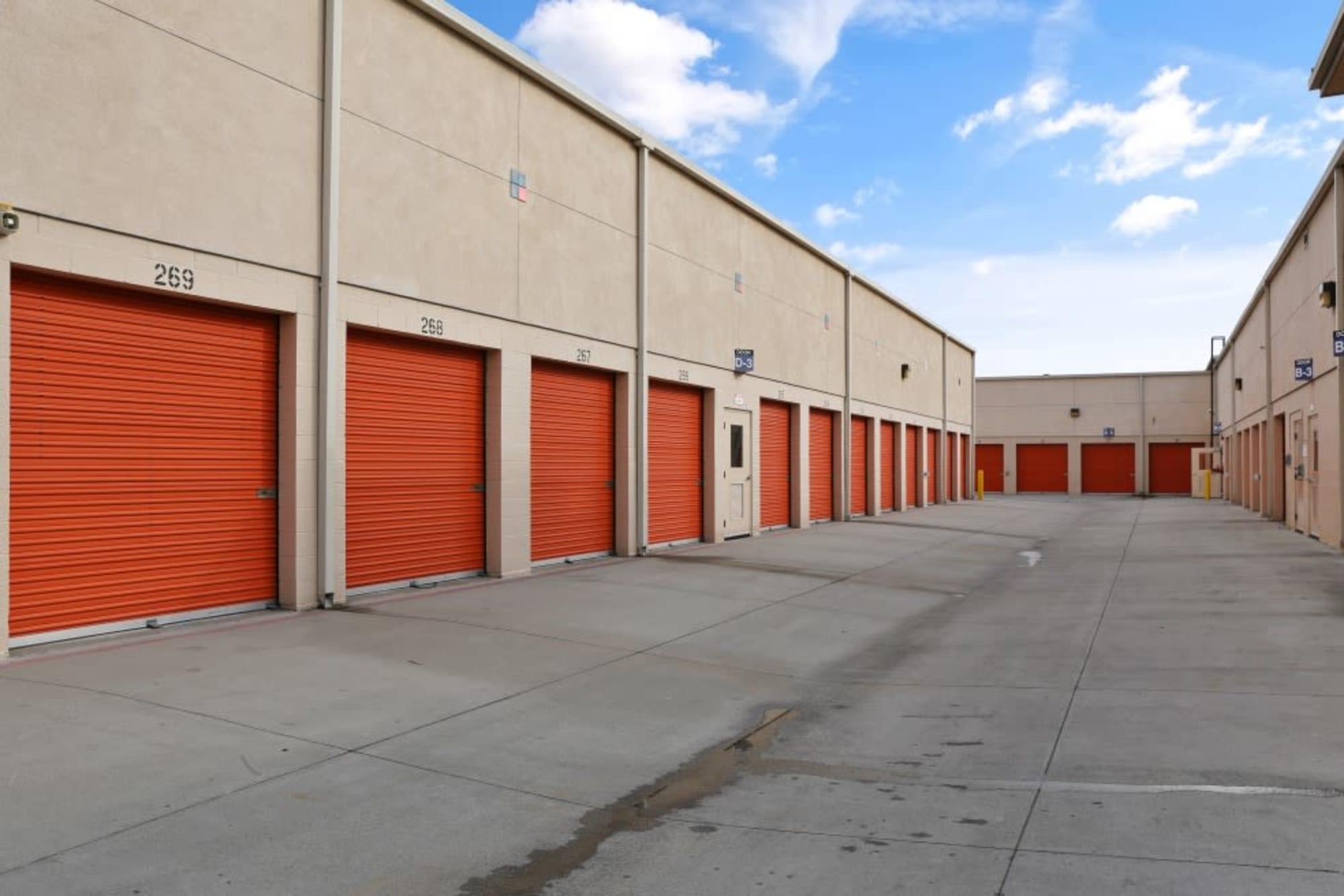 Outdoor storage units in Cypress, California