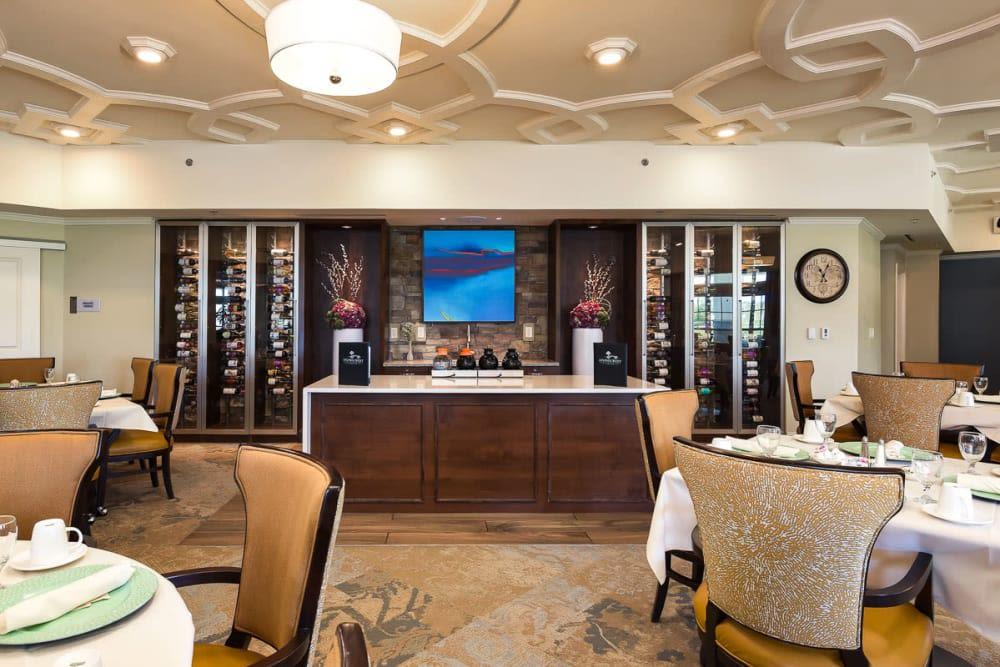 Elegant dining room at Stonecrest at Burlington Creek in Kansas City, Missouri