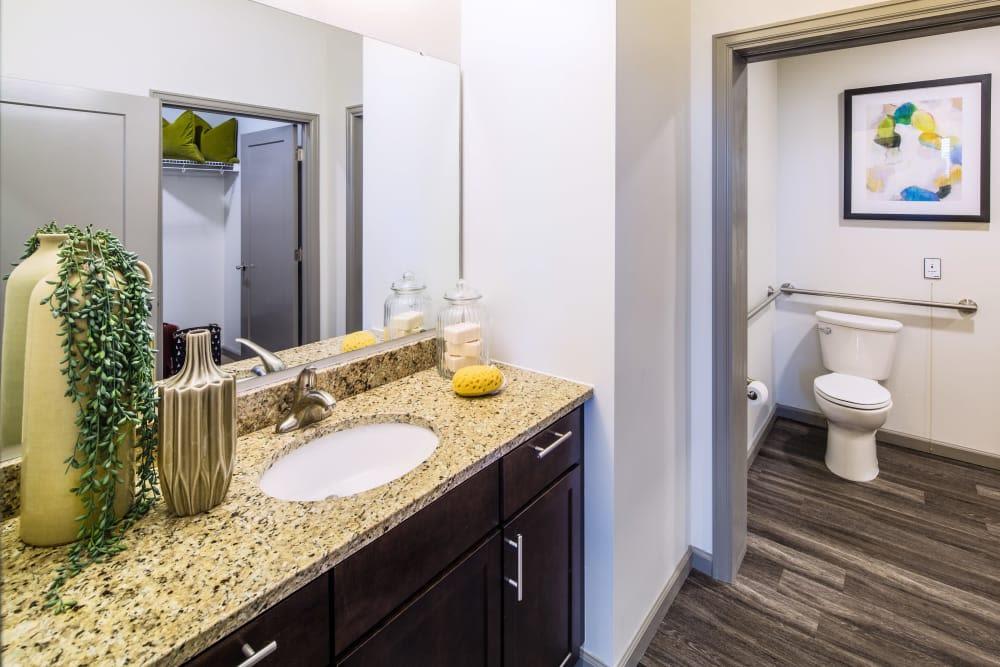Stonecrest at Clayton View in Saint Louis, Missouri, bathroom