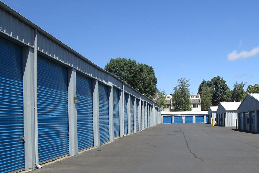 A conveniently wide driveway between units at Van Mall Storage in Vancouver, Washington