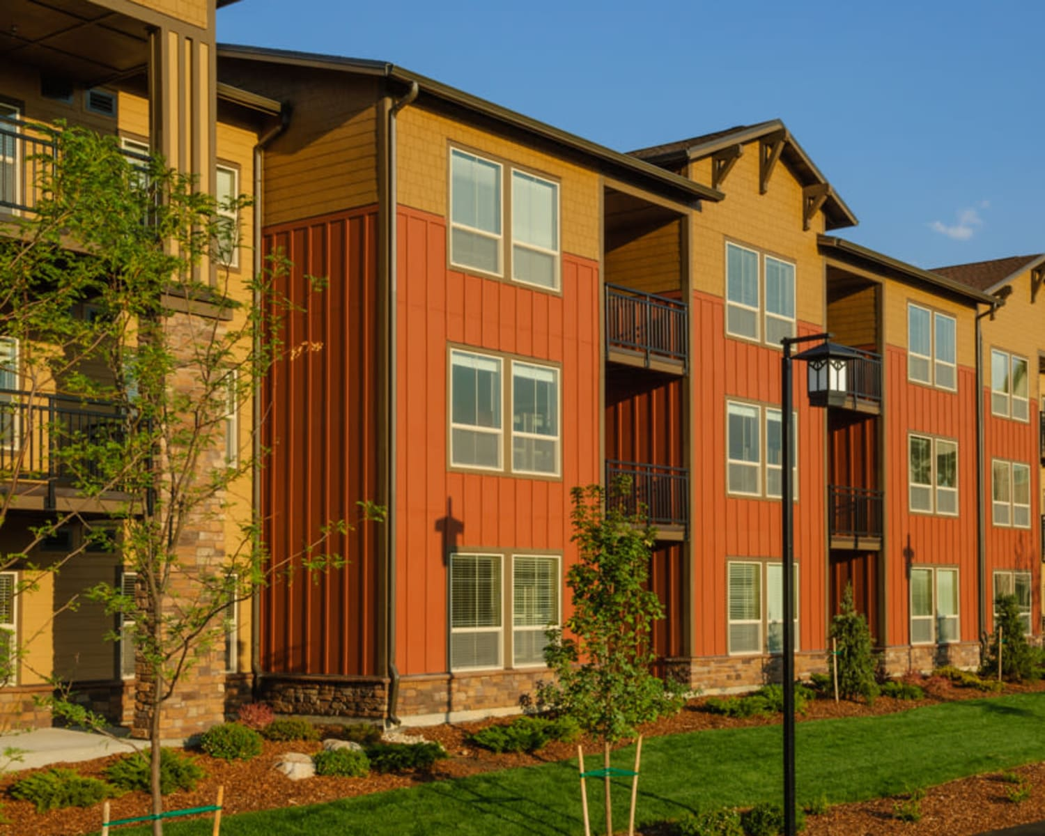 Apartment exterior at Touchmark at Meadow Lake Village in Meridian, Idaho