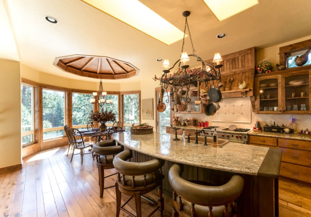 Kitchen and dining room at Touchmark at Mount Bachelor Village in Bend, Oregon