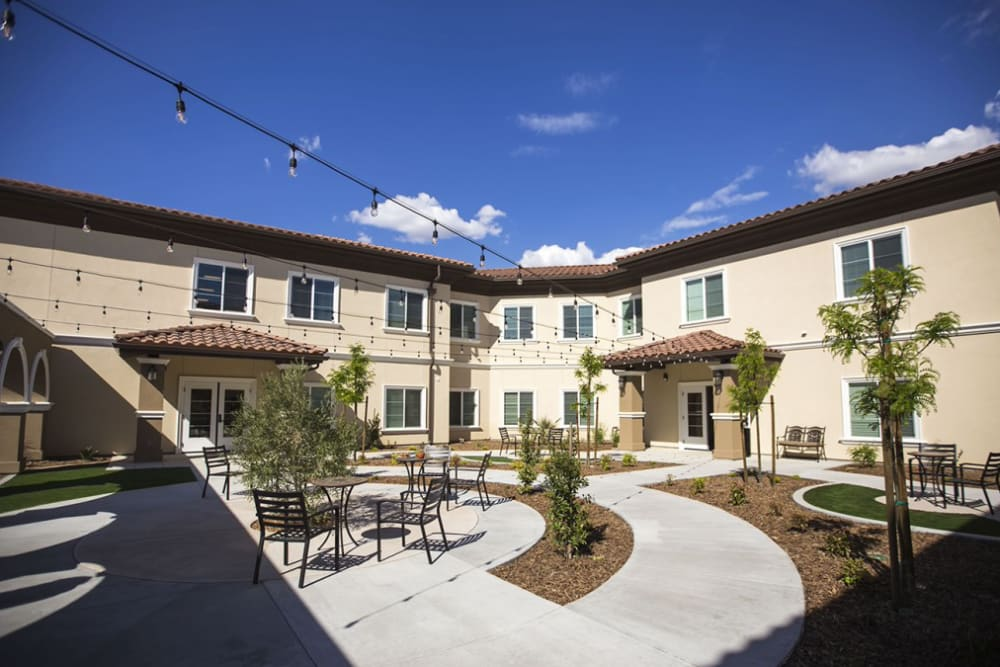 Back resident courtyard at The Pointe at Summit Hills in Bakersfield, California.