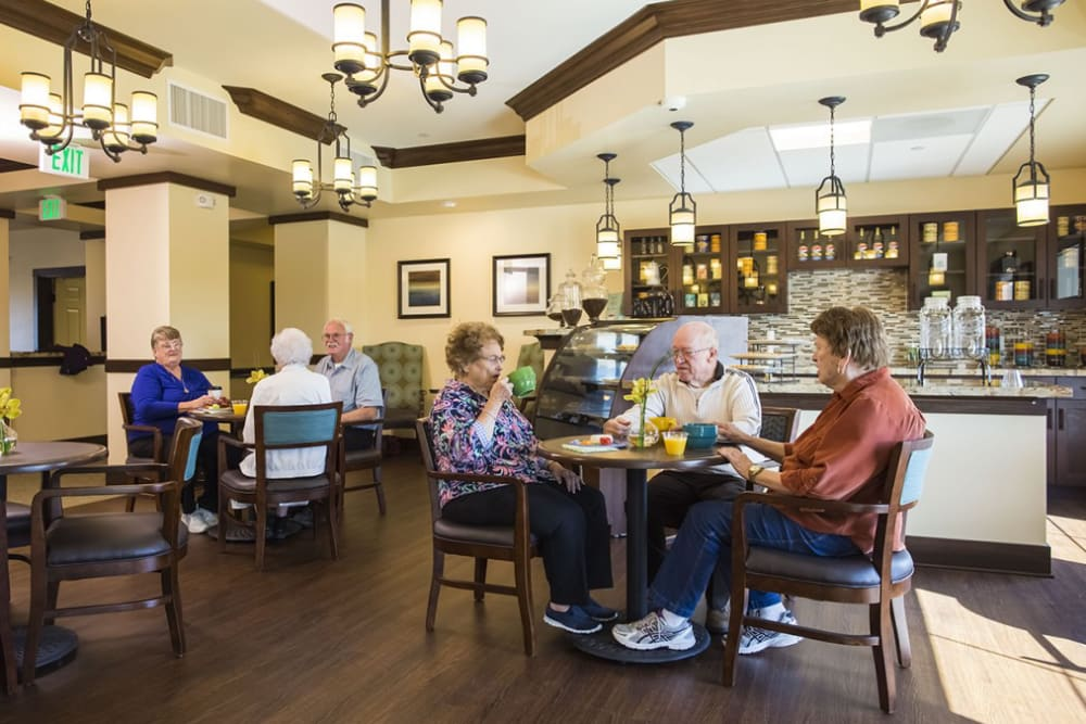Residents dining at The Pointe at Summit Hills in Bakersfield, California.