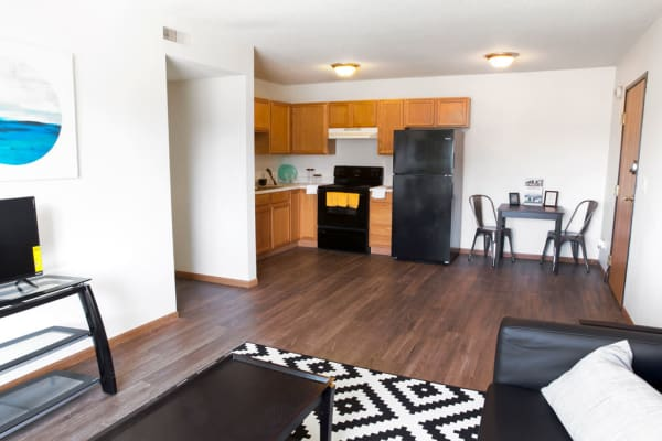 Apartment living room and kitchen at Reserve at Kirkwood in Cedar Rapids, Iowa