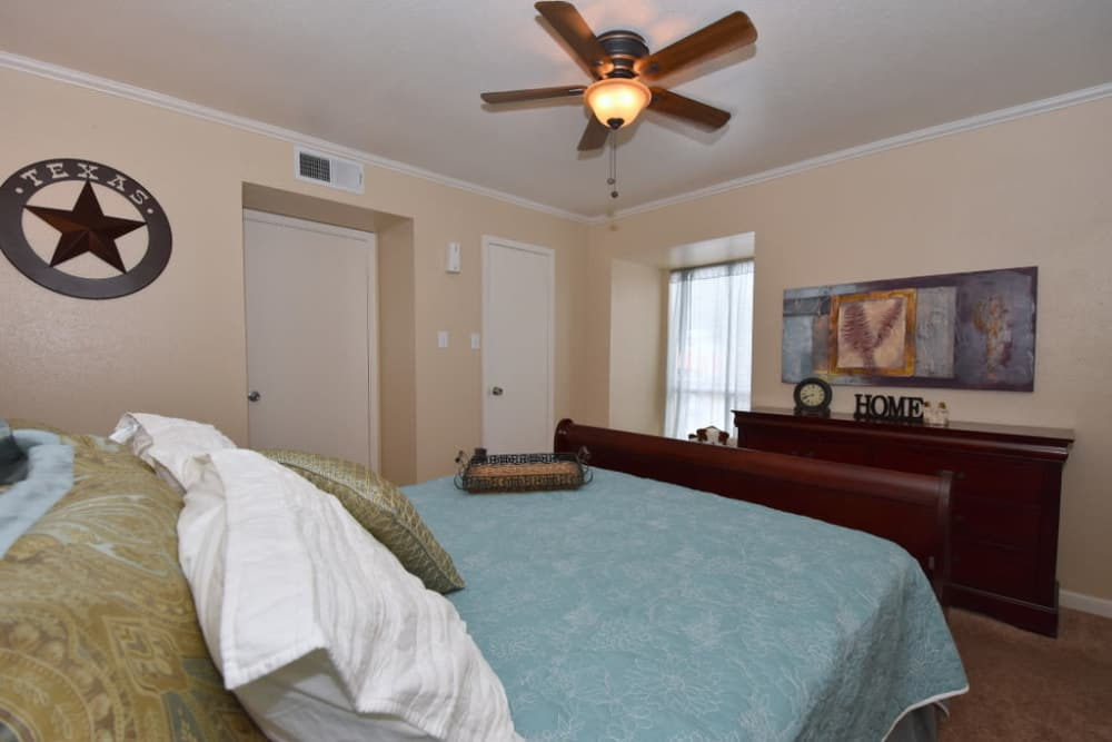 Falls of Maplewood Apartments offers a beautiful bedroom in Houston, TX
