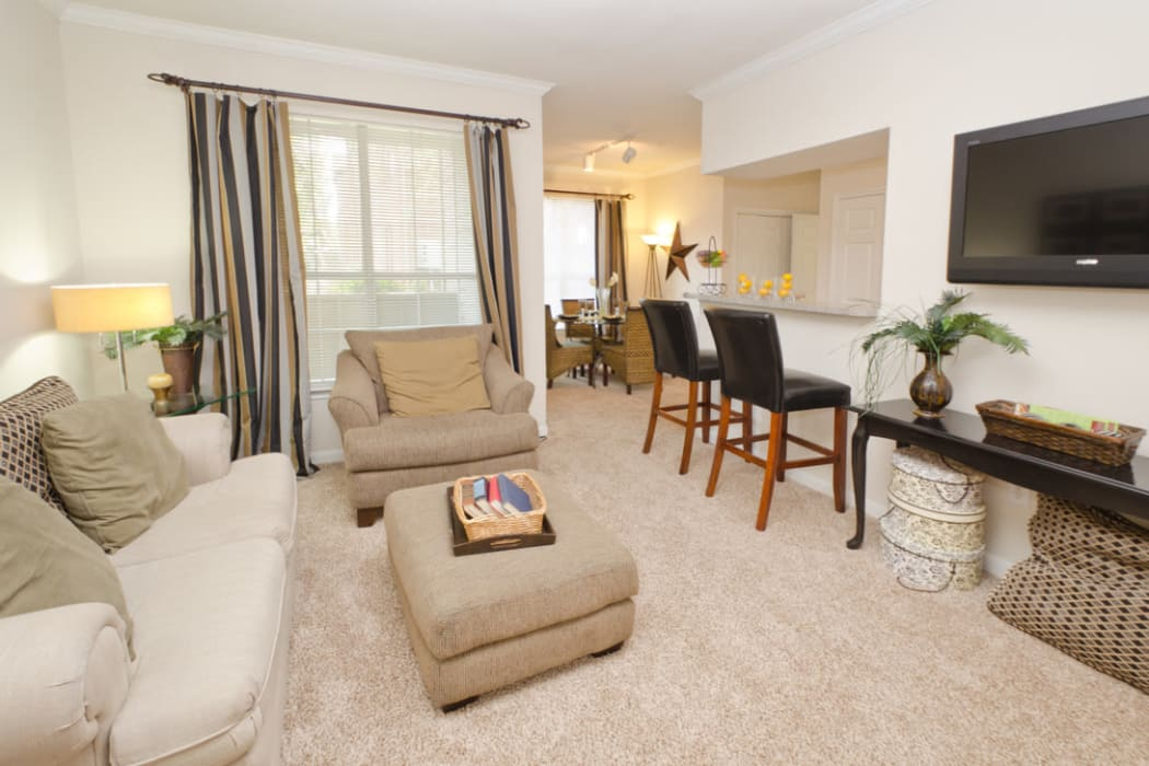 Pinnacle Heights offers a spacious living room in Antioch, Tennessee apartments