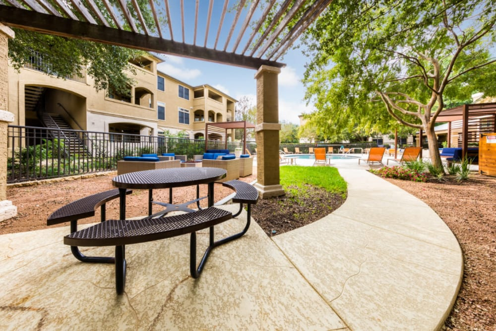 Outdoor shaded picnic area at Marquis at Barton Trails in Austin, Texas