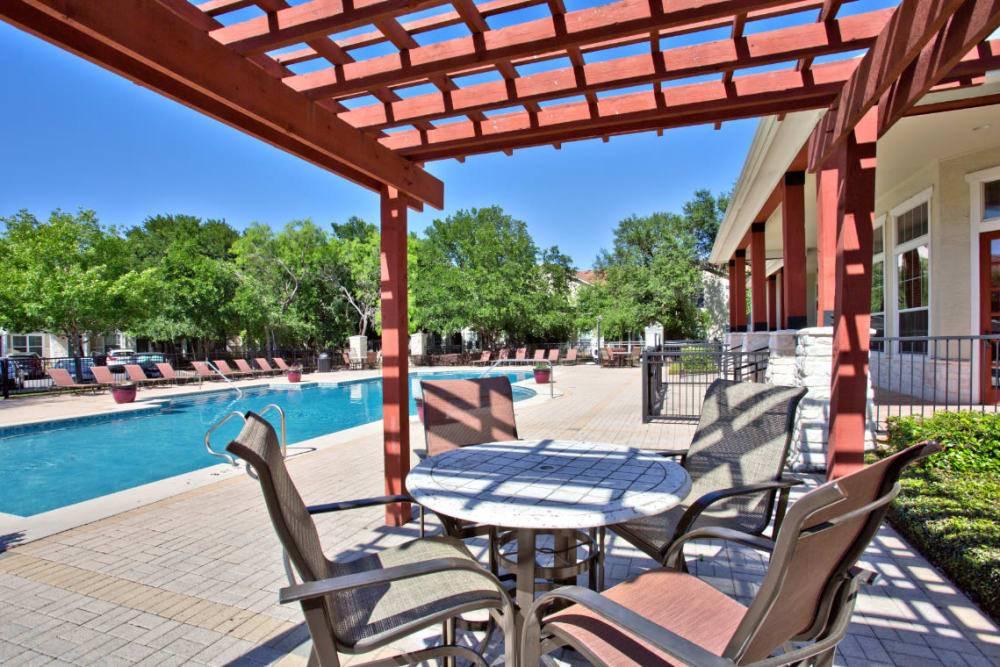 Covered poolside dining area at Marquis Bandera in San Antonio, Texas