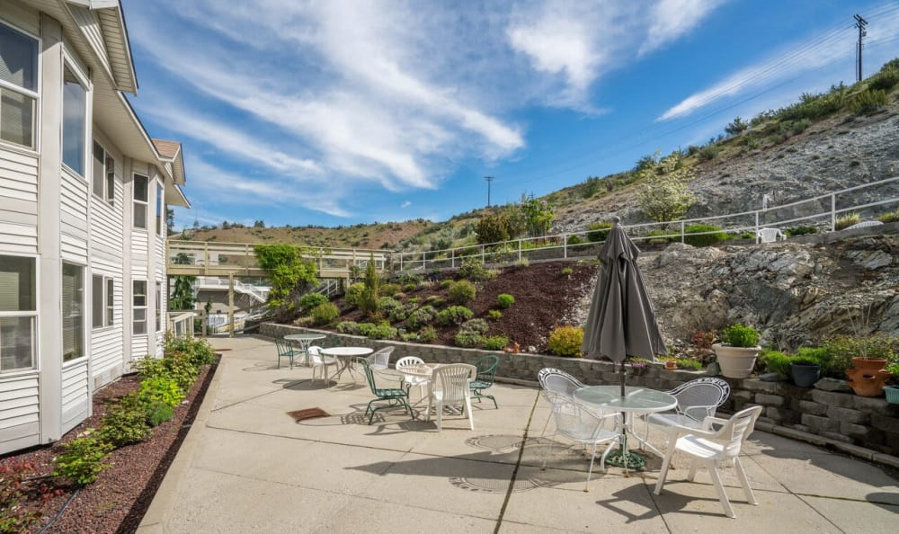 Another view of the patio at Heritage Heights in Chelan, Washington