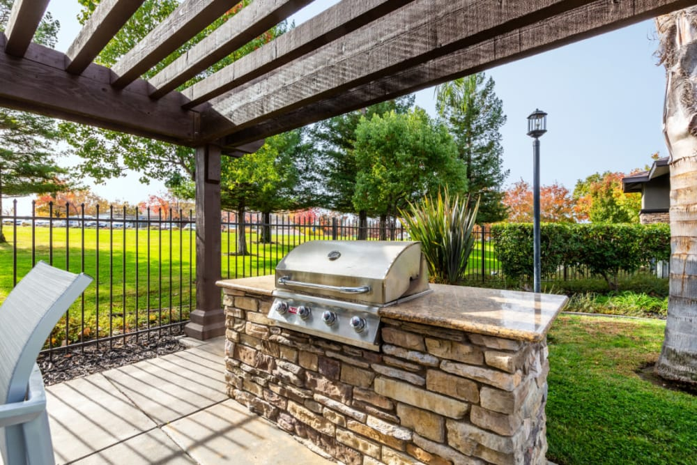 Outdoor BBQ at The Fairmont at Willow Creek in Folsom, California