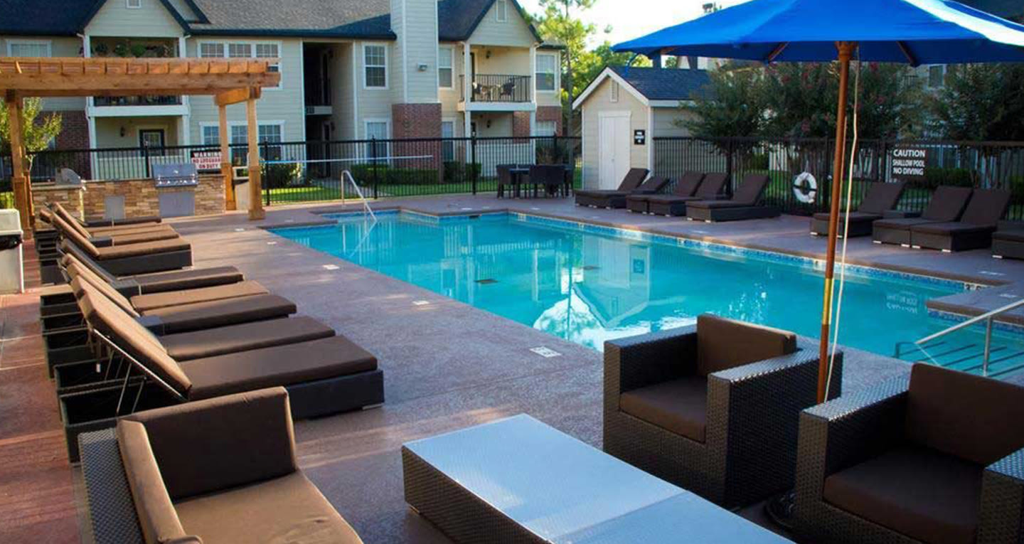 Pool at Villas at Countryside in Moore, Oklahoma