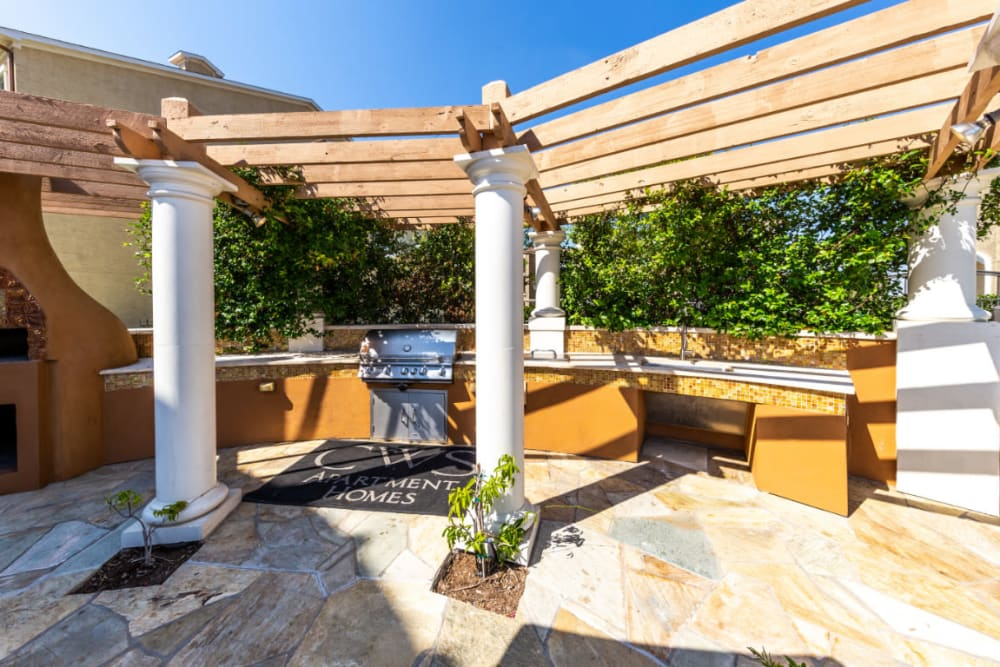 Outdoor BBQ area at Marquis at the Reserve in Katy, Texas
