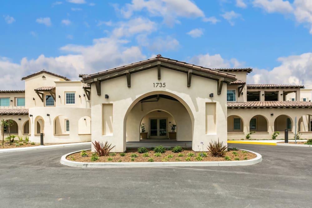 Exterior view of Estancia Senior Living in Fallbrook, California