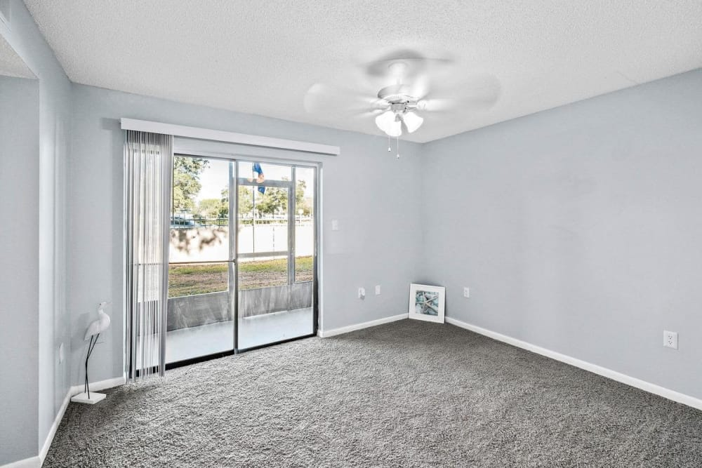 Spacious room with beautiful ceiling fan at WestEnd At 76Ten in Tampa, Florida