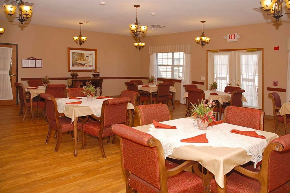 Resident dining room at Milestone Senior Living in Eau Claire, Wisconsin