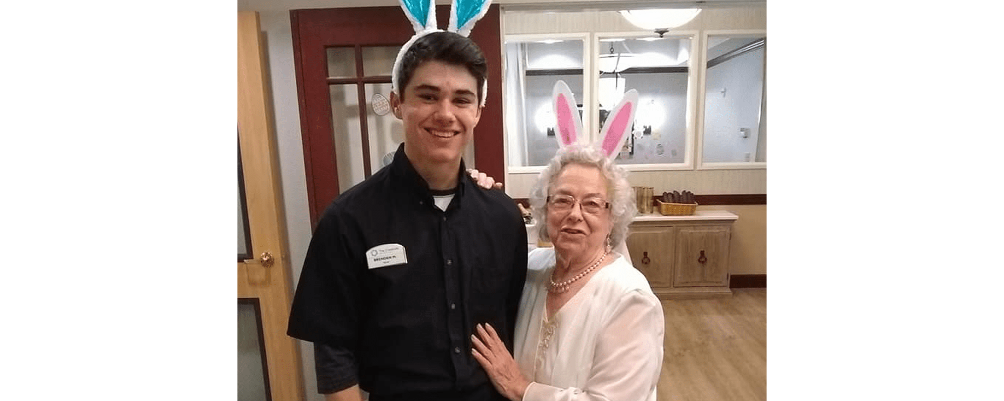 Senior hanging with a staff member at The Creekside in Woodinville, Washington