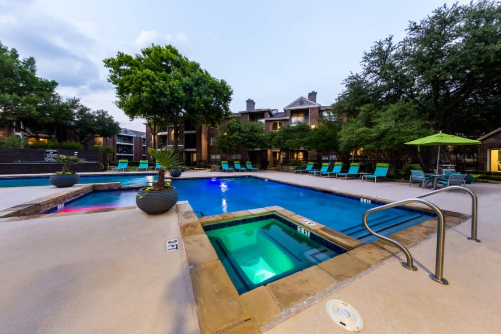 Resort-style, sparkling swimming pool at Marquis at Legacy in Plano, Texas