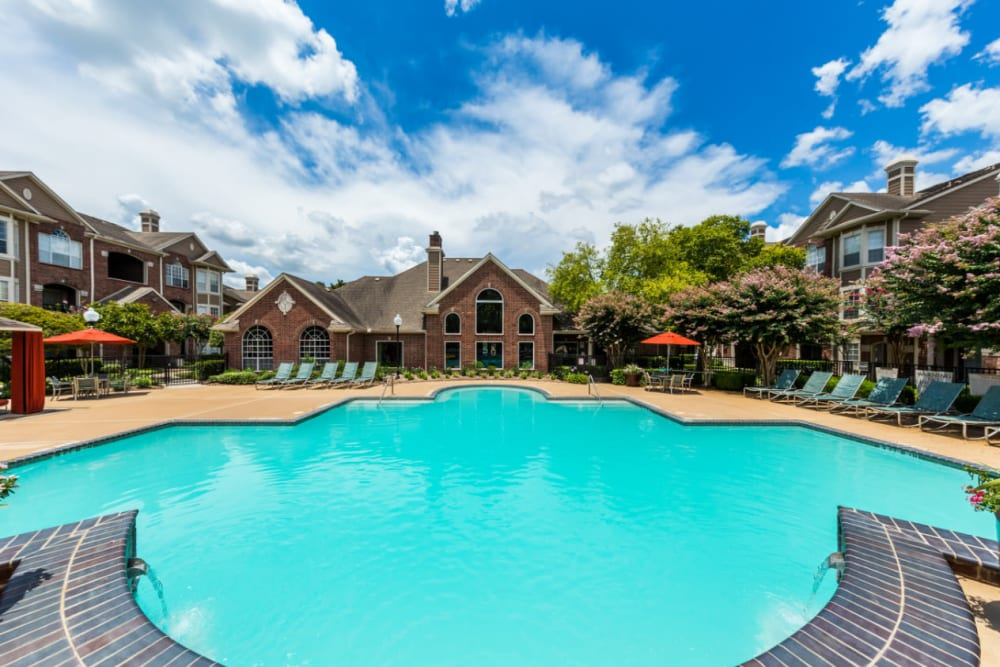 Sparkling pool with water features overlooking clubhouse at Marquis on Park Row in Houston, Texas
