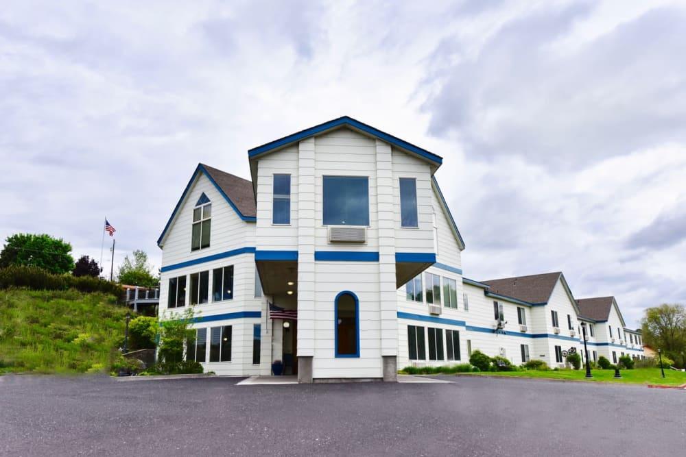 Front entrance at Regency Village at Prineville in Prineville, Oregon