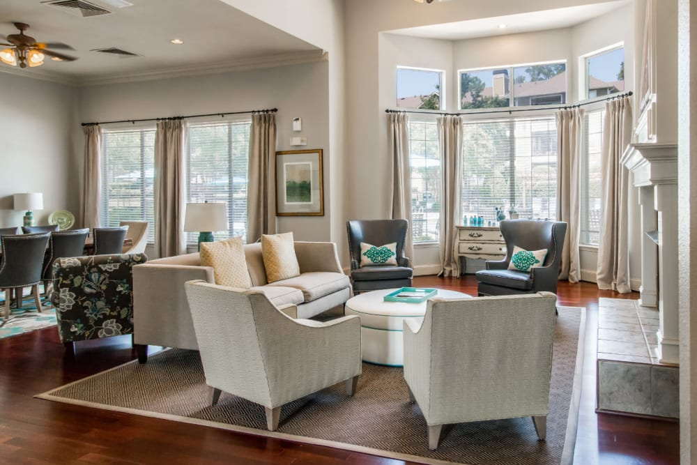 Comfortable and stylish sitting area in clubhouse at Marquis at Carmel Commons in Charlotte, North Carolina
