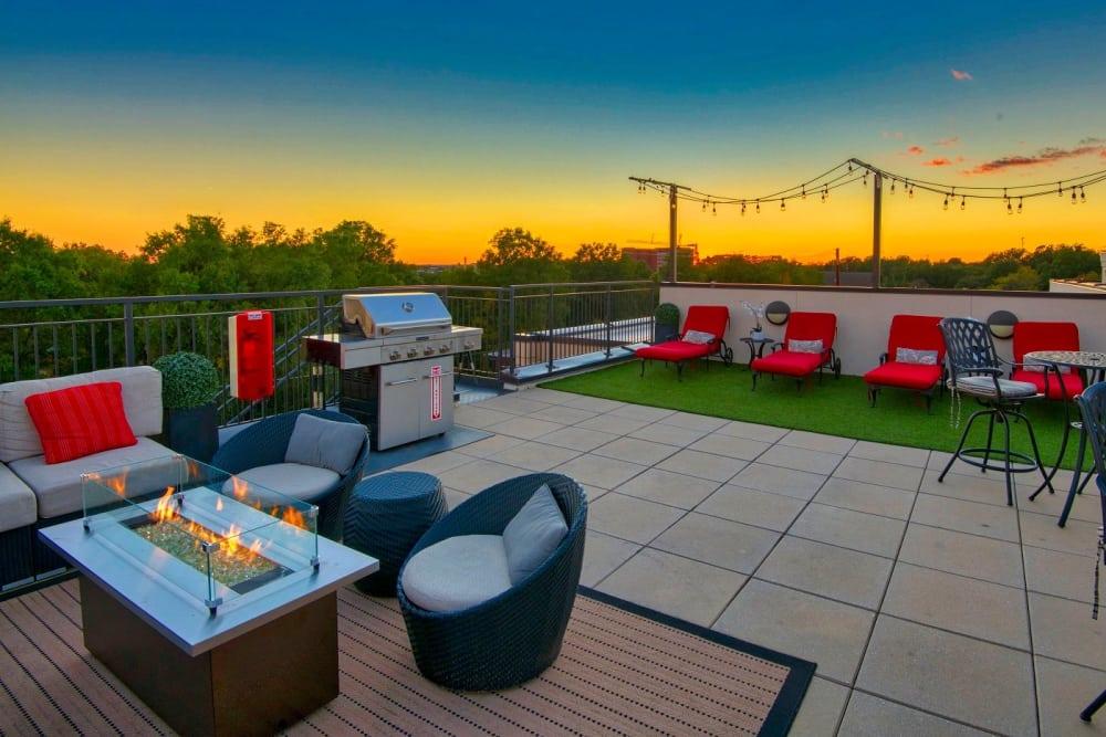 outdoor-lounge-area-401-oberlin