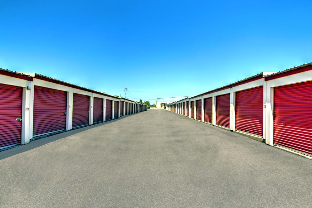 Lovely Outdoor Storage Units At Safe Storage In Nicholasville, Kentucky