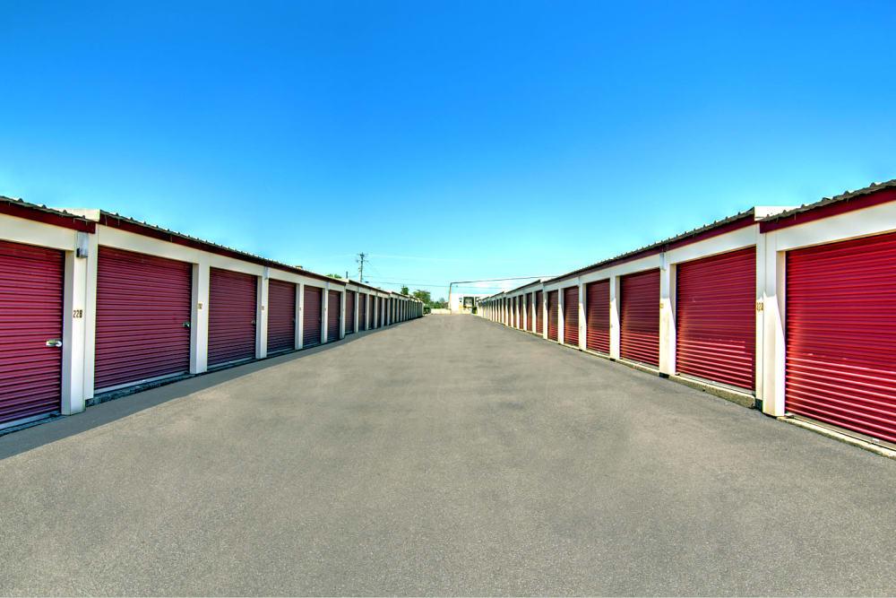 Outdoor storage units at Safe Storage in Nicholasville, Kentucky
