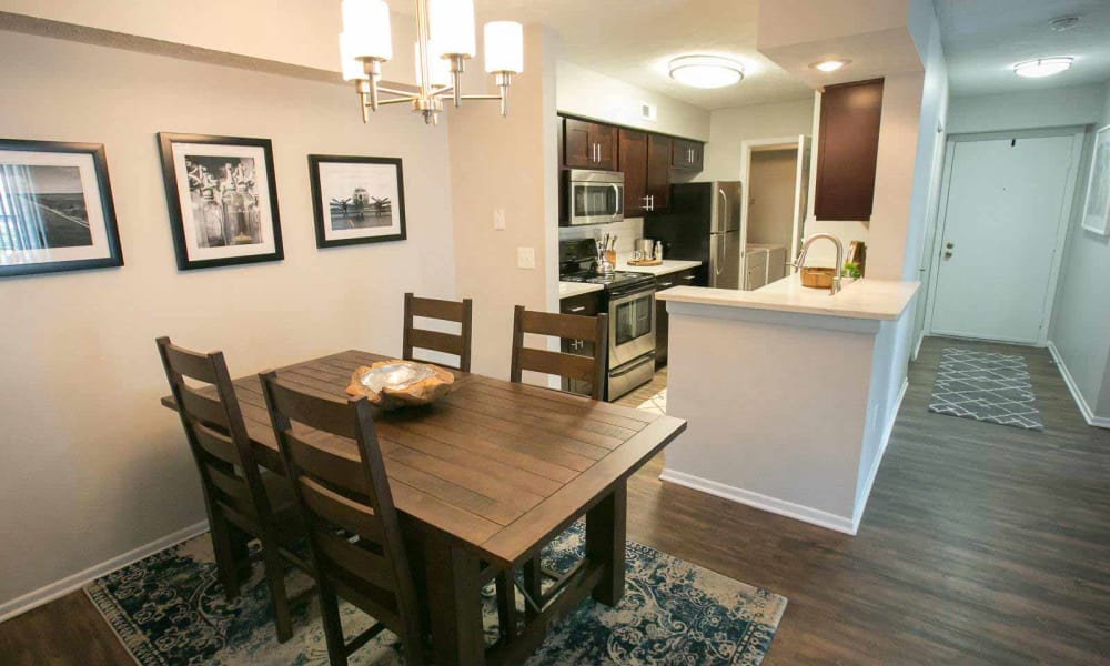 Dining area at Hunter's Chase Apartments in Westlake