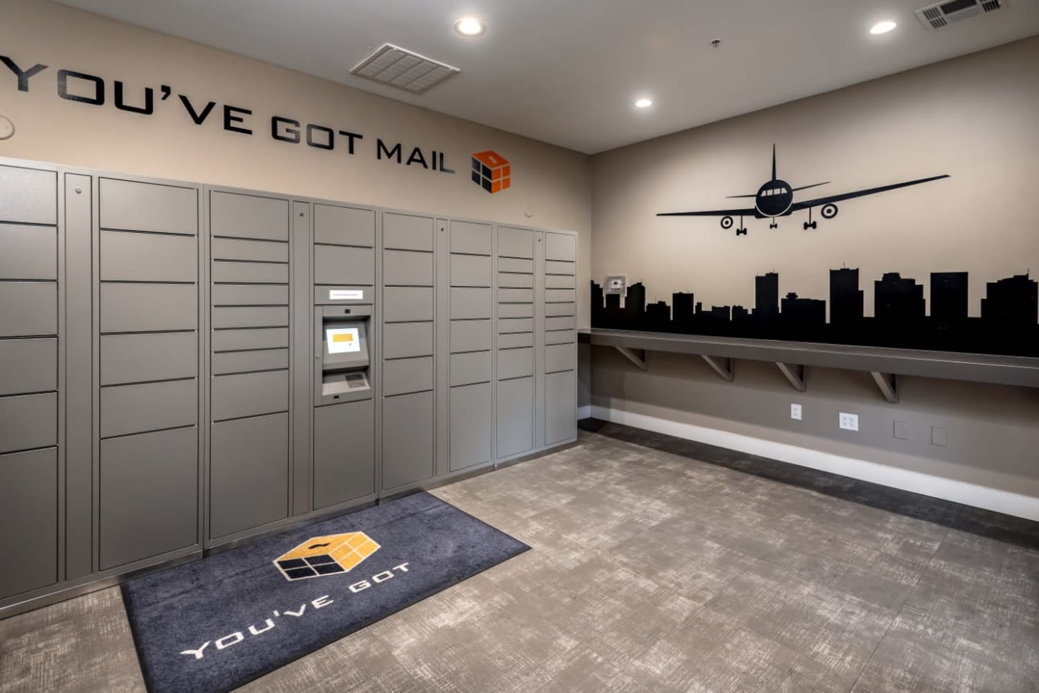 Dobson 2222 in Chandler, Arizona, offers a mail and package room