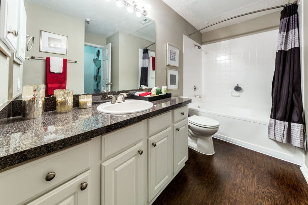 Clean bathroom at Marquis at Legacy in Plano, Texas