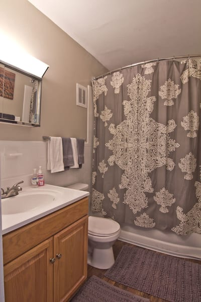 Clean bathroom in our Fort Wayne, IN apartments