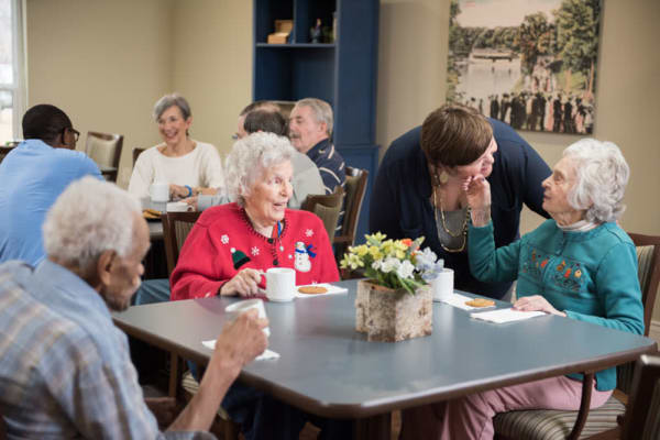 Residents sitting at a table ordering food in the dining hall at Deephaven Woods in Deephaven, Minnesota