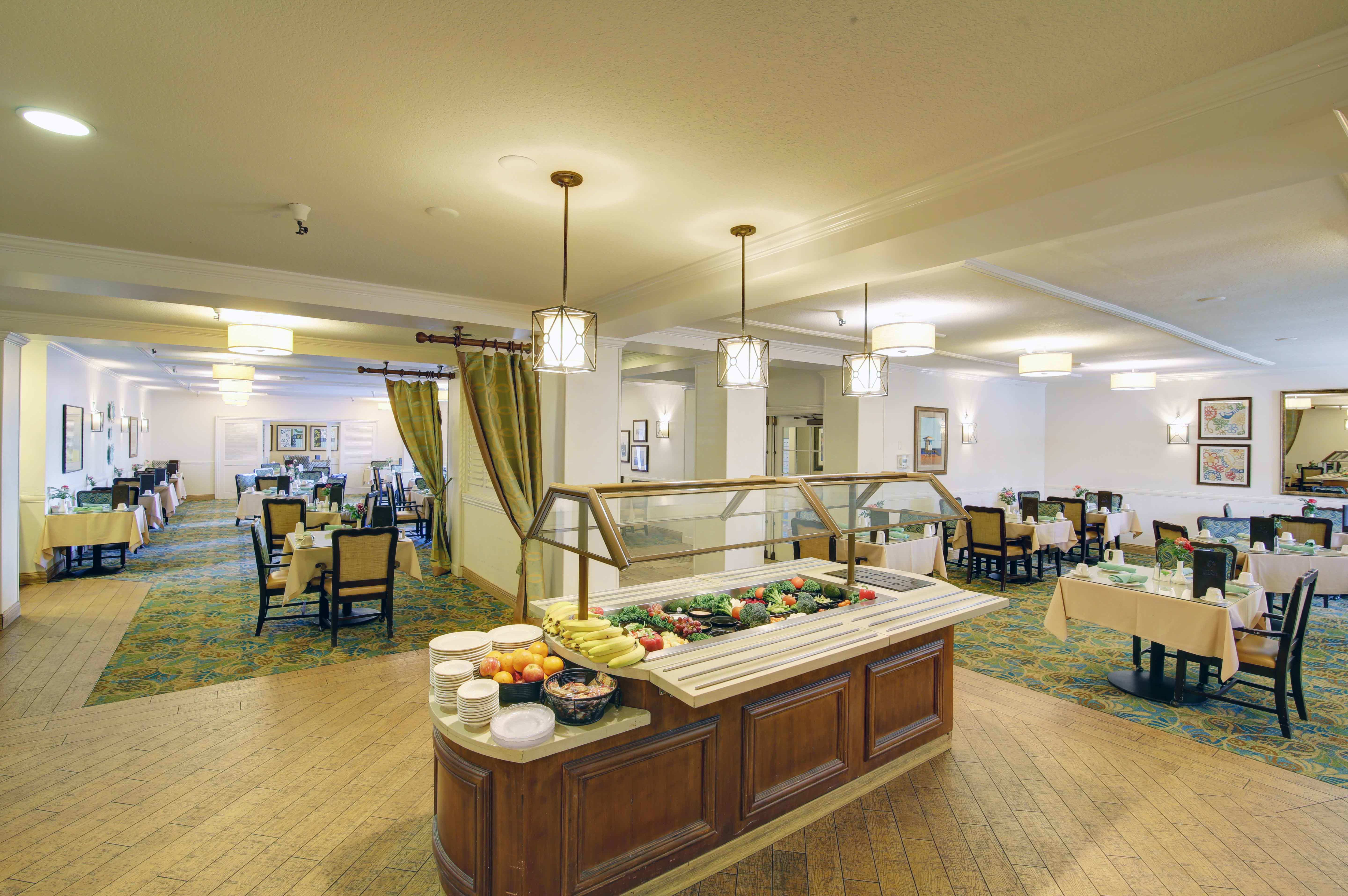 Dining at the senior living community in Huntington Beach