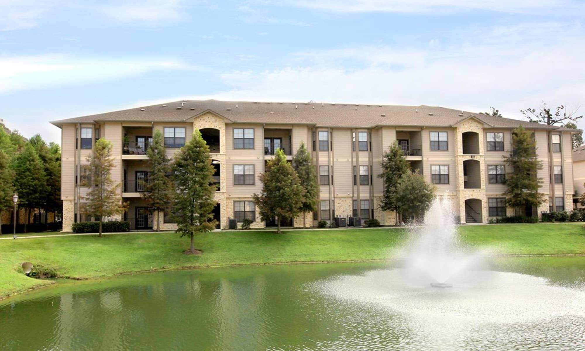 Apartments at Camden Lake Apartments in Baton Rouge, LA